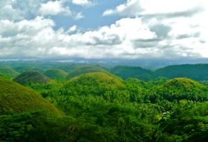 Chocolate Hills of Bukidnon, green in color. (Source:villakasadyadotcom)